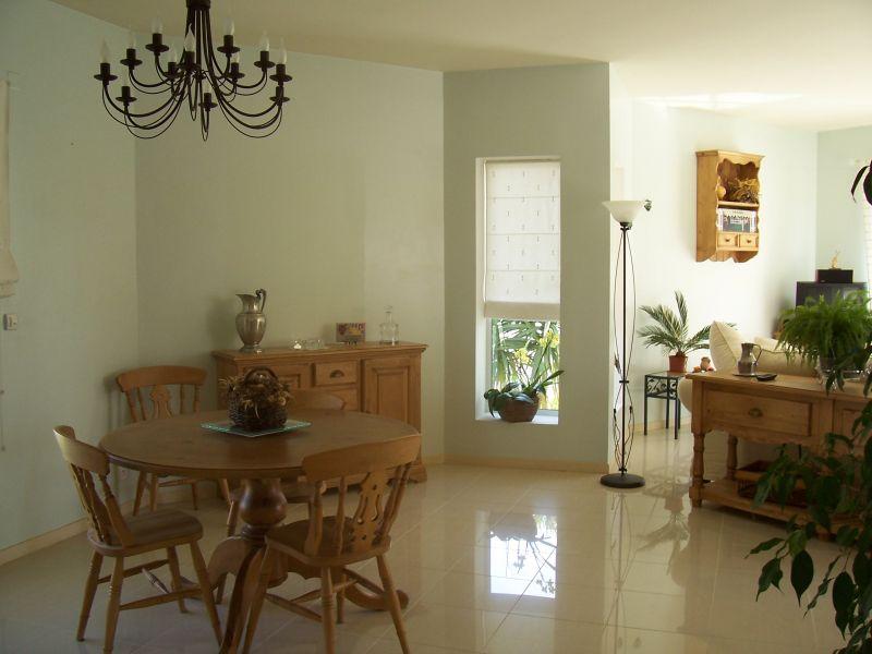 maison villeneuve de la raho a l int rieur m lange de moderne et d ancien. Black Bedroom Furniture Sets. Home Design Ideas